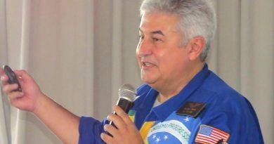 Astronauta Marcos Pontes realiza premiação da Olimpíada de Astronomia