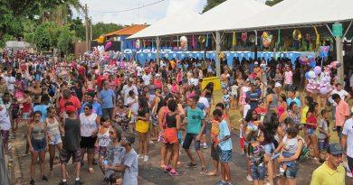 Noites de Carnaval e Desfile de Rua reuniram um grande público em Cravinhos