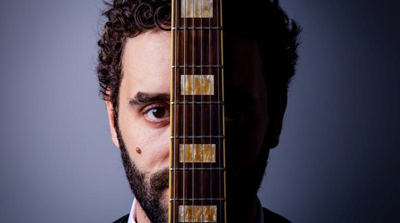 Gabriel Locher se apresenta no Teatro Minaz em Ribeirão Preto
