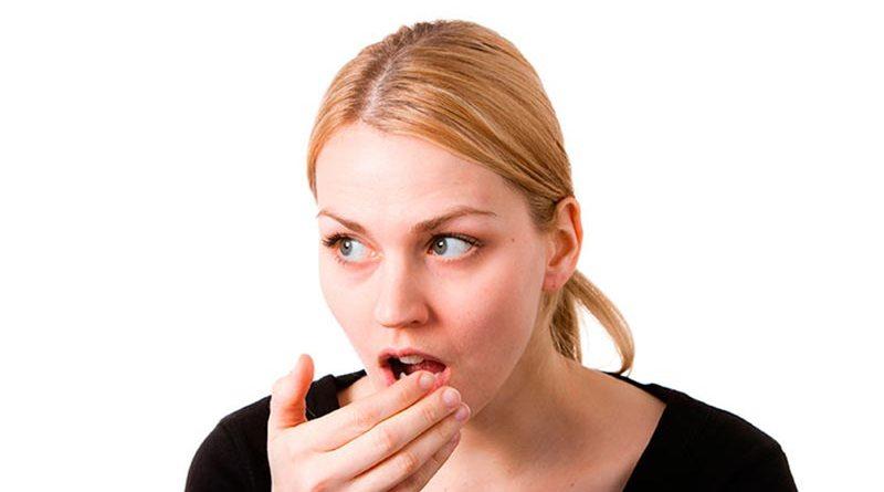 Como reduzir a halitose através da alimentação