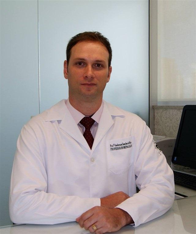 Prof. Dr. Anderson Melo, especialista em Reprodução Humana Assistida do CEFERP