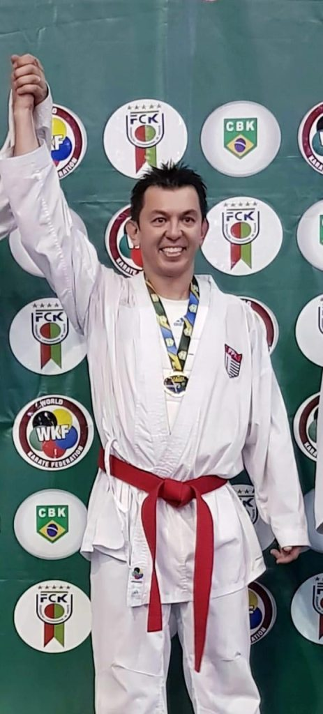 Giovani Sakata vence etapa de Joinville (SC) do campeonato brasileiro de Karatê