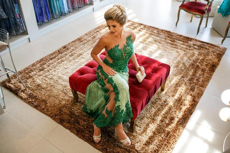 Loja de moda festa inova e traz clientes como protagonistas de ensaio fotográfico