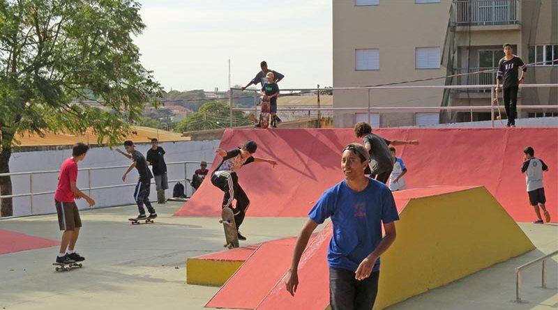 Skatistas disputam etapa estadual da modalidade