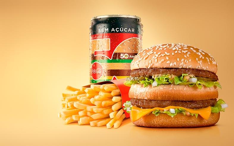 McDonald's e Coca-Cola celebram os 50 anos do BigMac com latinha especial