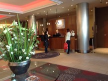 Hotel Leonardo Royal Konigsallee Dusseldorf recepción