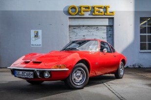 "Dream car: Even 50 years after its introduction the slogan ""Only flying is better…"" still applies to the Opel GT."
