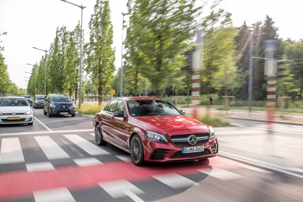 Mercedes-AMG C 43 4MATIC Limousine, designo hyazinthrot metallic, Leder AMG schwarz. Kraftstoffverbrauch kombiniert: 9,3-9,1 l/100 km, CO2-Emissionen kombiniert: 213-208 g/km // Mercedes-AMG C 43 4MATIC Sedan, designo hyacinth red metallic, AMG leather black. Fuel consumption combined: 9.3-9.1 l/100 km. Combined CO2 emissions: 213-208 g/km