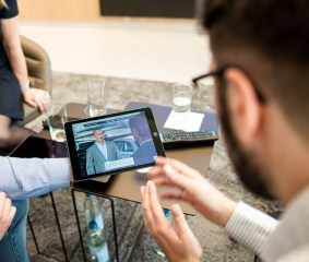In Audi Virtual Training, service and dealership employees practice optimal behavior in customer contact.