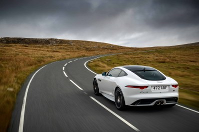 Jag_F-TYPE_20MY_Chequered_Flag_Image_291018_032