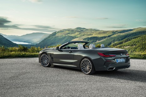 P90327660_highRes_the-new-bmw-8-series