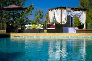 POOL & MASAGE OUTDOORS