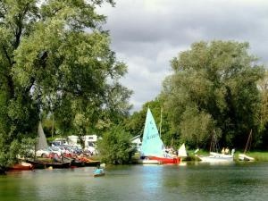 Home Built Boat Regatta - the sun can shine at an HBBR meeting