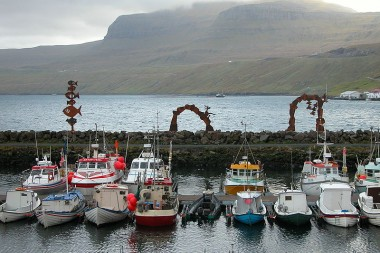 800px-Fuglafjordur_fishing_boats,_Faroe_Islands