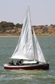 Chappelle's 23ft 8in tabloid cruiser in the book Boatbuilding in Australia