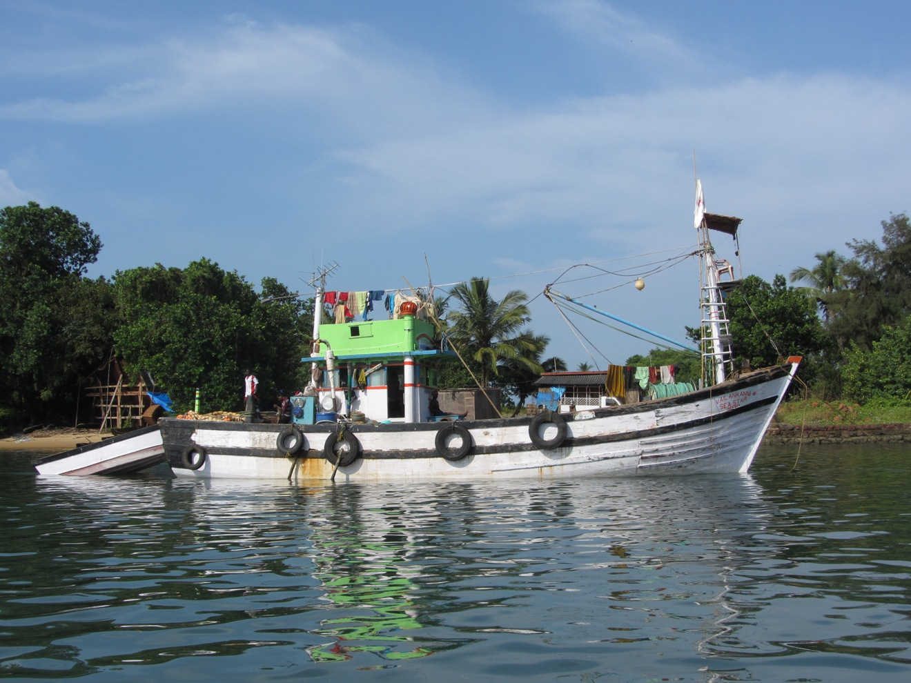 Fishing boats of goa photographed by ranjan mitra for Free fishing boats