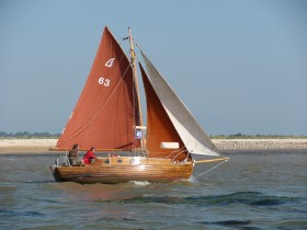 Ivy May, a gaff rigged Finesse 21 - Swale 2012 - Nick Ardley