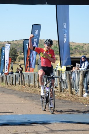 RoadCover professional Willie Smit takes the honours in the Bestmed Satellite Classic at Saloon Route 66 near Hartbeespoort Dam on Saturday. Photo: Jetline Action Photo