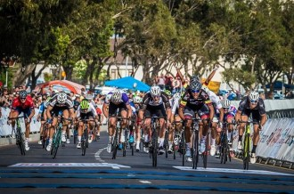 A bunch sprint racing for the finish line at the Cape Town Cycle Tour
