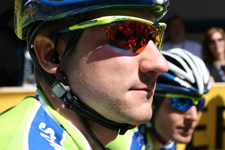 Elia Viviani races to second consecutive stage win at Giro