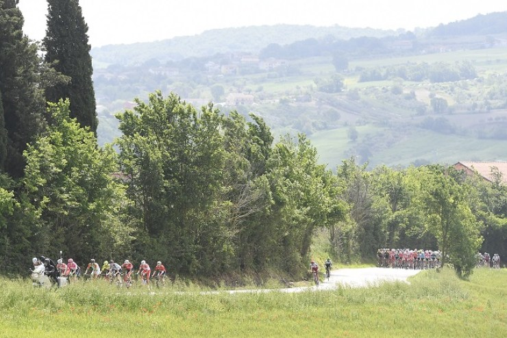 The peloton chases after the leading bunch on stage nine of the Giro d'Italia