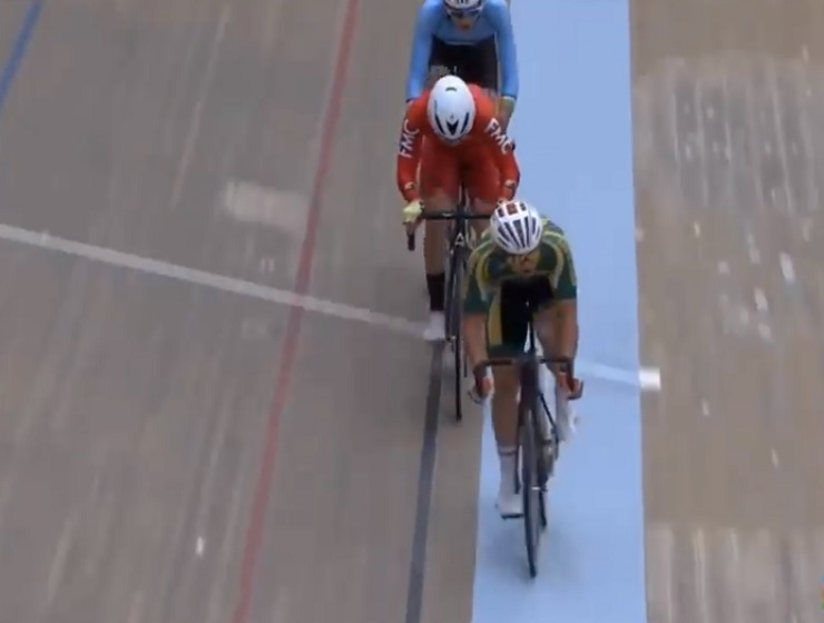 South Africa's Rickardo Broxham (front) finished sixth overall in the men's omnium of the Junior World Track Championships in Switzerland today. Photo: UCI/Youtube
