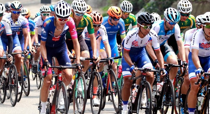 South African cyclists riding among the peloton during stage four of the Tour de Taiwan today. Photo: facebook.com/Tour-De-Taiwan