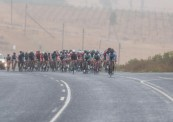 A far shot of the bunch moving around a bend during stage one of the Tour of Good Hope. Photo: Henk Neuhoff Photography