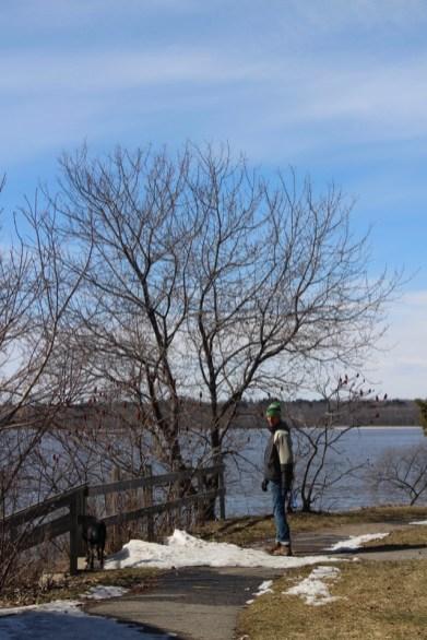 Spaziergang am Flussufer – Martin