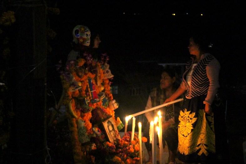 Kerzen anzünden an den Tagen der Toten
