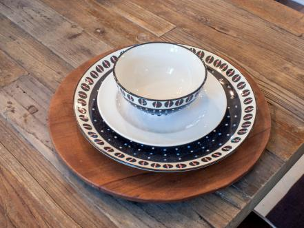 BP_HFXUP307H_dining-room_detail_place-setting_195741_652814-1201616.jpg.rend.hgtvcom.441.331