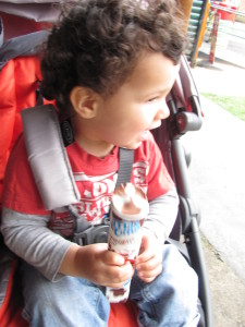 graco evo mini baby eating icecream