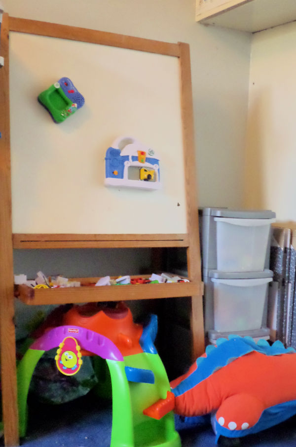 playroom ideas magnet easel