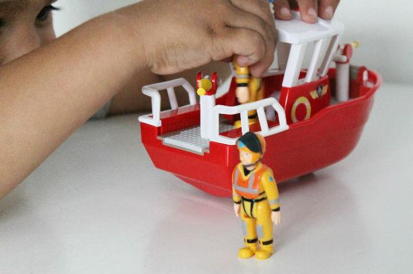 fireman sam titan and figures