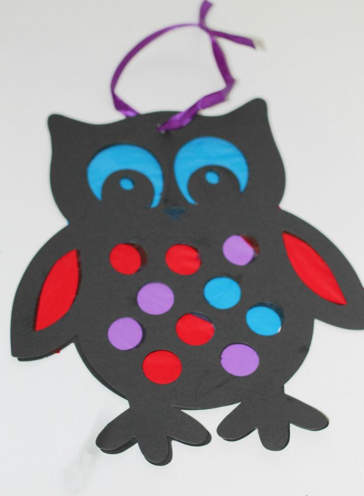 making an owl sun catcher craft for kids