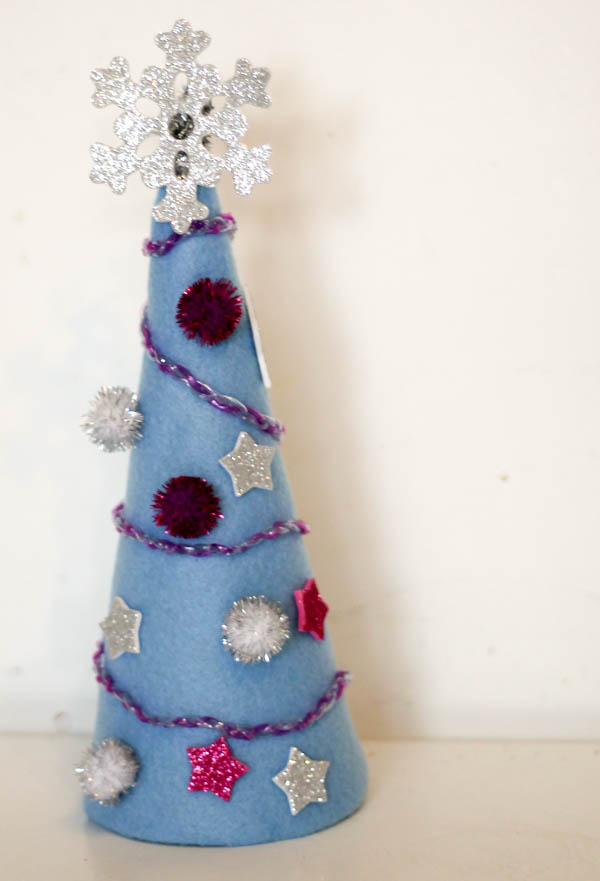 How make a Frozen inspired mini Christmas tree