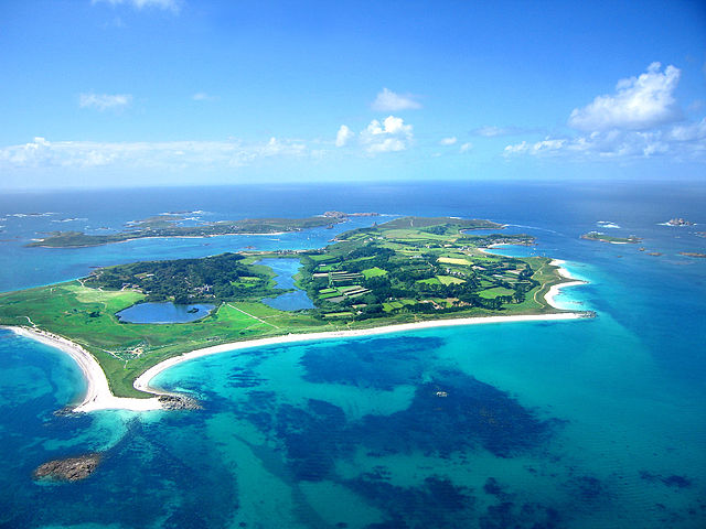 640px-Tresco_-_aerial_photo6_edit