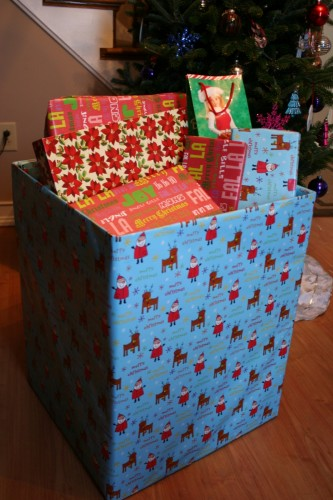 christmas life hack to deal with the mess of wrapping paper