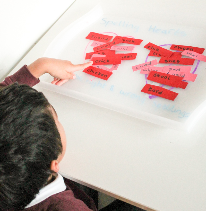 sorting the right and wrong spellings in a heart themed valentines spelling game