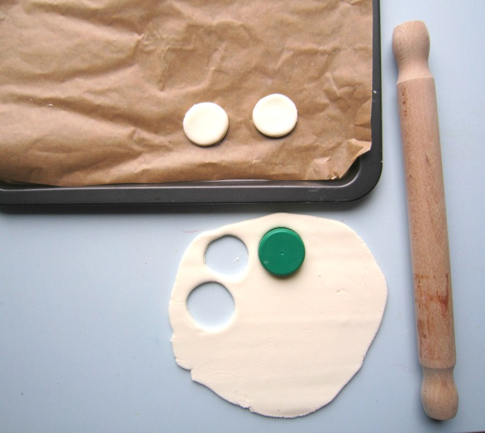 Making DIY clay disks