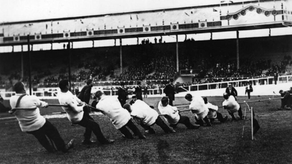Φωτογραφία από την διεξαγωγή του Tug of war σε Ολυμπιακούς Αγώνες