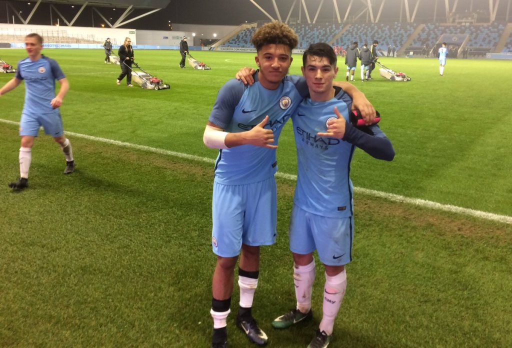 Οι Τζέιντον Σάντσο και Μπραχίμ Ντίαθ μετά από αγώνα για τον 4ο γύρο του Κυπέλλου Αγγλίας Νέων και νίκη με 3-1 κόντρα στην Λίβερπουλ (2017)