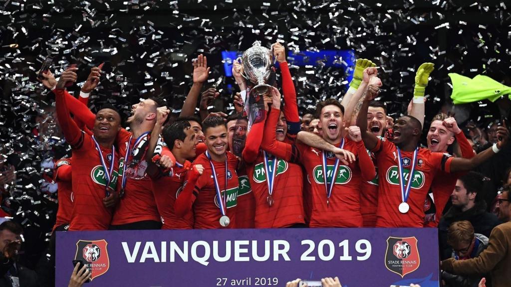 Οι παίκτες της Ρεν πανηγυρίζουν την κατάκτηση του Κυπέλλου Γαλλίας την σεζόν 2018-2019!