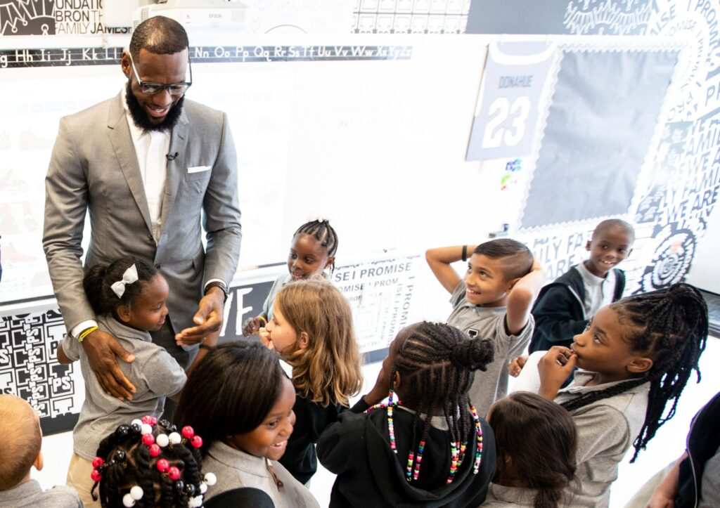Στα εγκαίνια του I Promise School