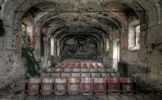HT_abandoned_places_movies_jef_140620_21x13_1600