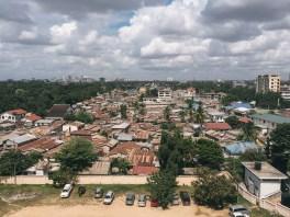 Blick über die Msasani-Peninsula, im Hintergrund das Stadtzentrum von Daressalam
