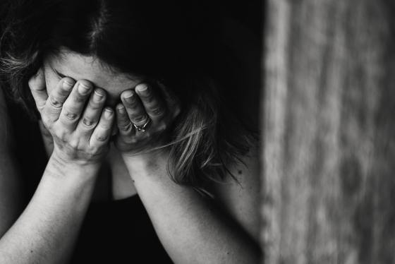 20% of Pregnant Australian women don't recieve mental health checks. Image of woman crying.