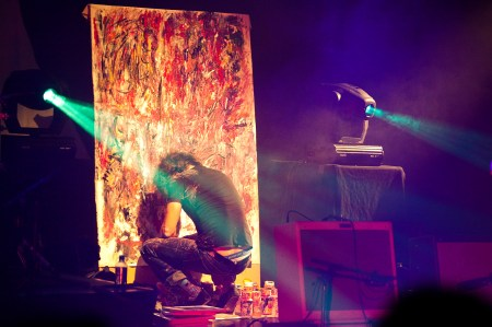 KILFORD PAINTING LIVE DURING THE WOODENTOPS1 - pic by Guy Levy