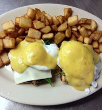 Red Arrow Diner | Chicken Florentine Benedict, served with Panfries