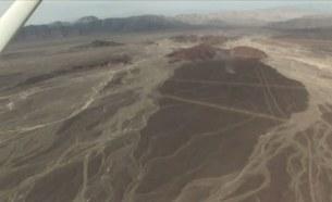 торчащие верхушки гор пустыня Наска